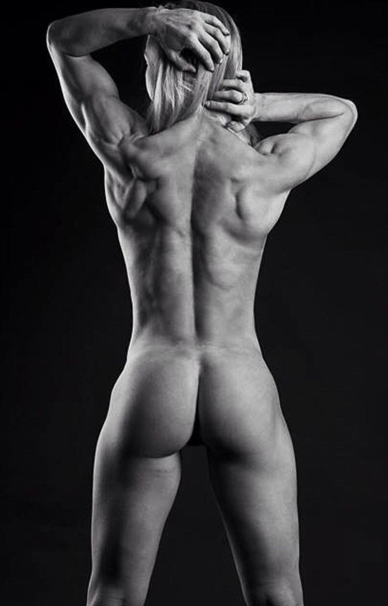This Is What A Strong Naked Fitness Body Looks Like