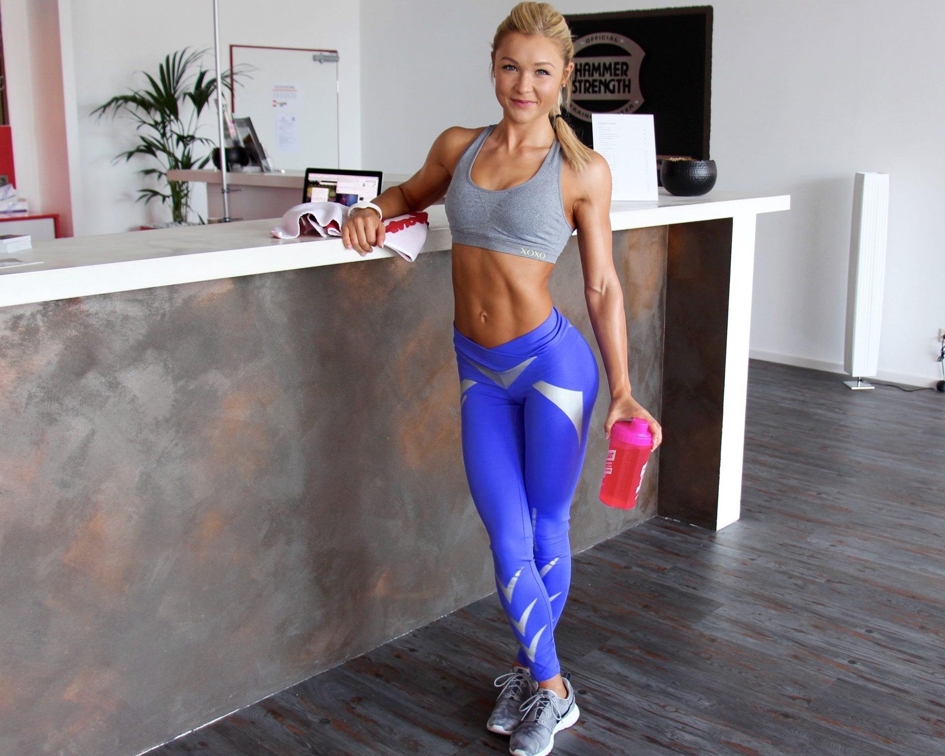 Muskel Fitness Athletin Arsch Zum Mund